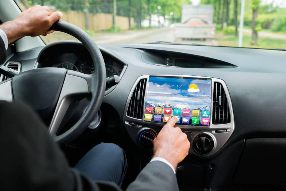controla-tu-movil-desde-el-volante-con-android-auto