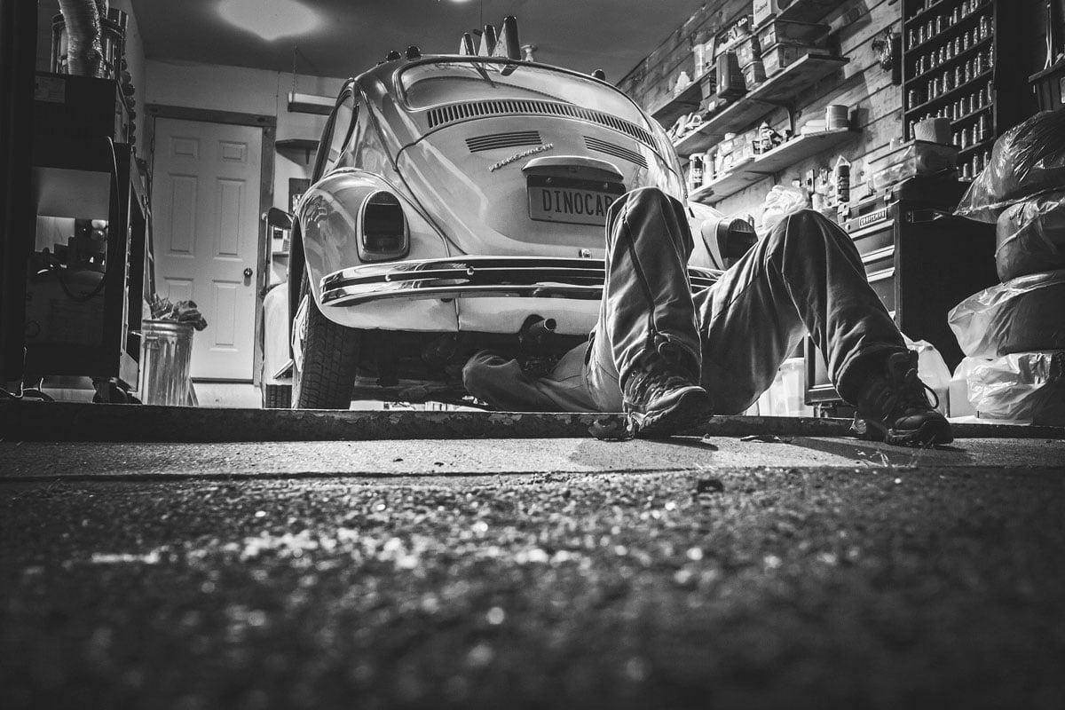 Qué puedo hacer en mi coche y qué debo dejar para el taller