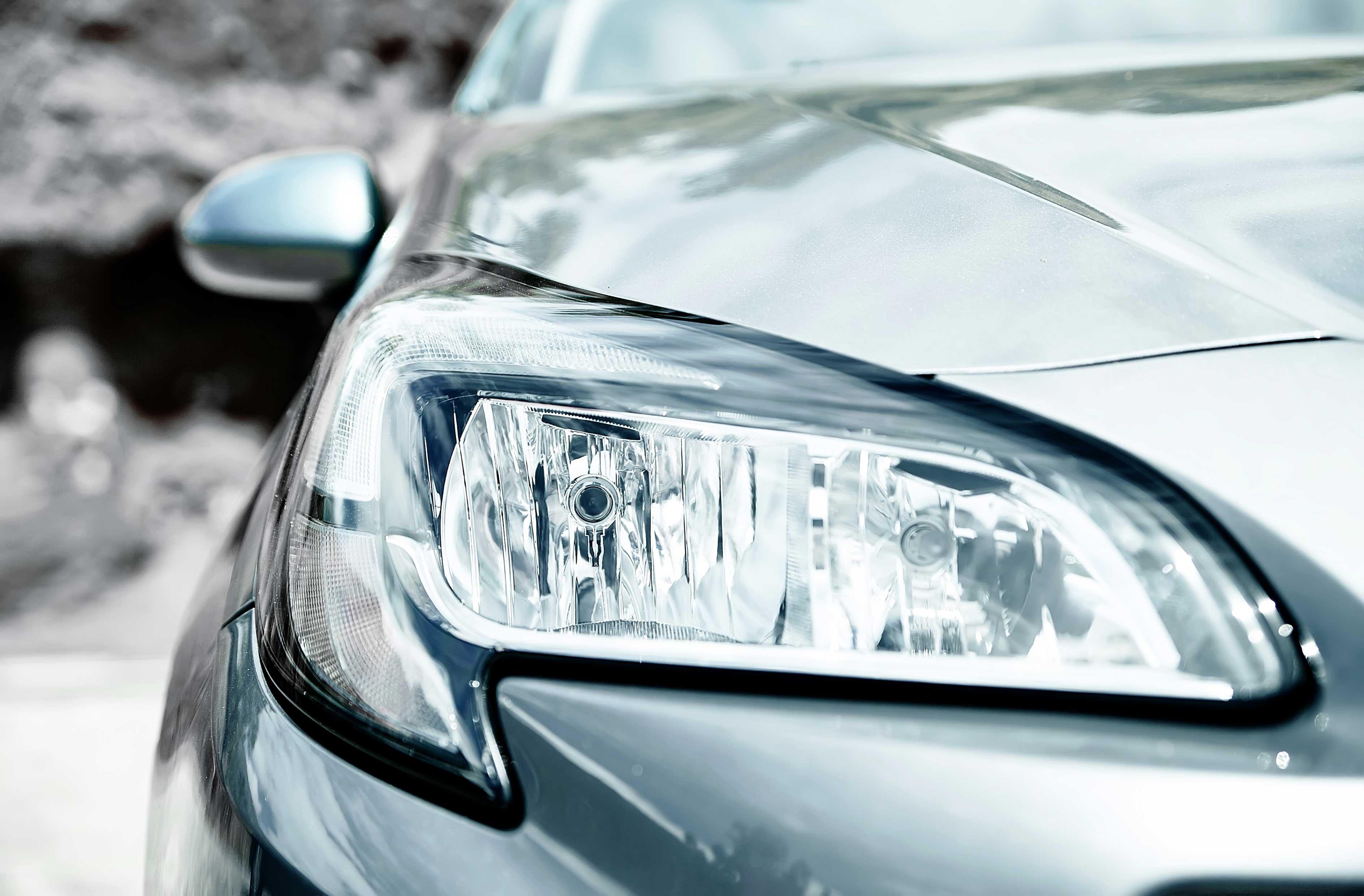 ¿Cómo pulir los faros del coche de forma casera?